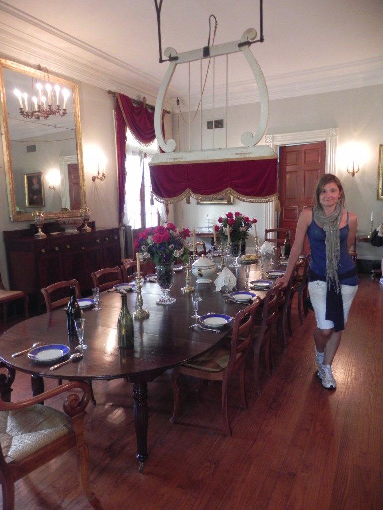 L'interno della dimora, la sala da pranzo