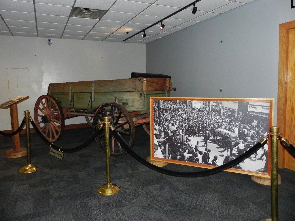 Il semplice carro utilizzato per i funerali di Martin luther king...