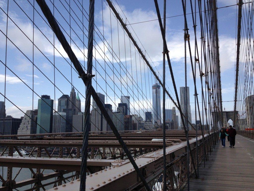 Brooklyn Bridge, in lontananza la Freedom Tower