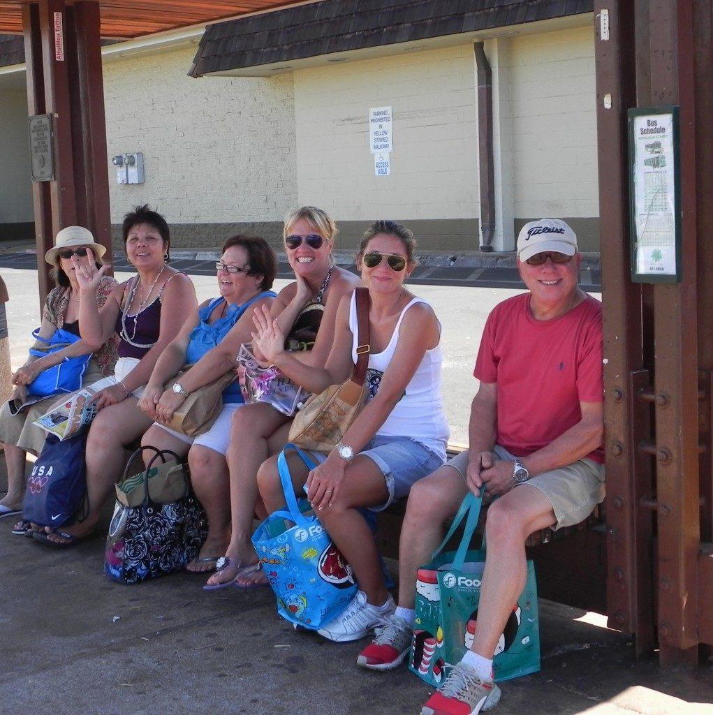 Chiacchiere alla fermata dell'autobus, alle Hawaii...