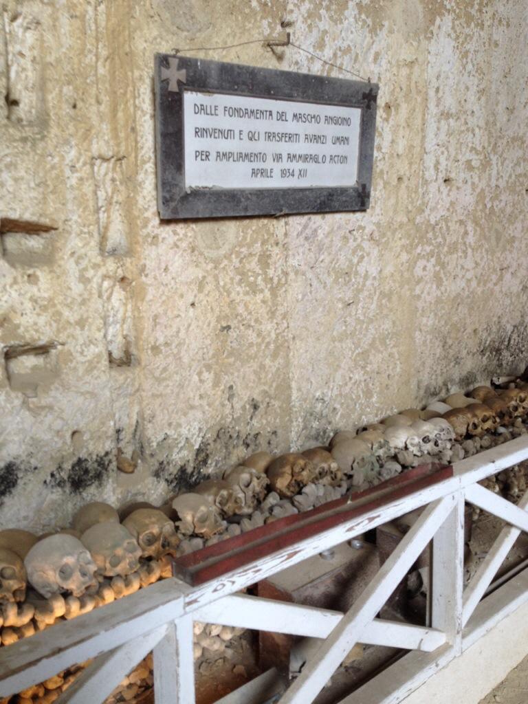 Nel Cimitero delle Fontanelle.