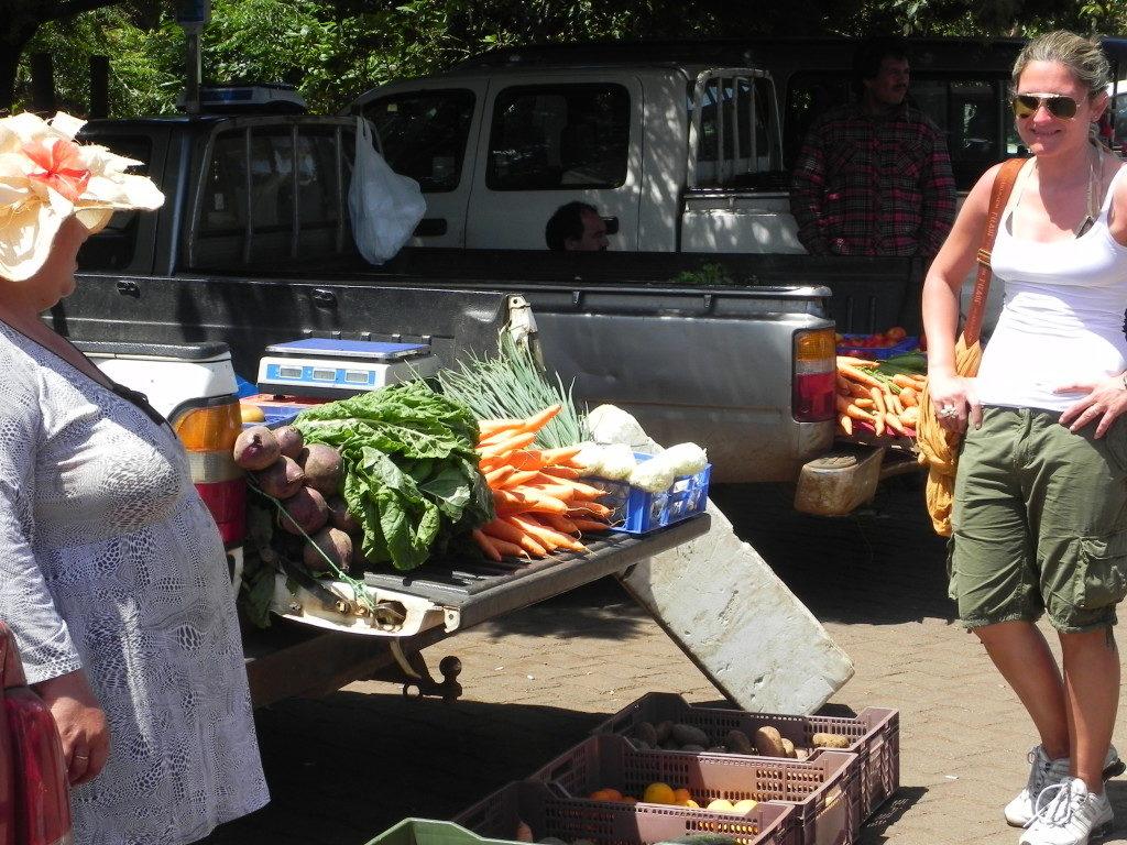Al mercato della frutta in Hanga Roa
