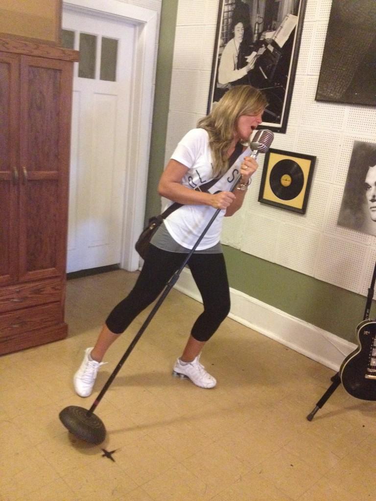 Ok ci ho provato... il microfono e' quello giusto, la cantante un po' meno!!!