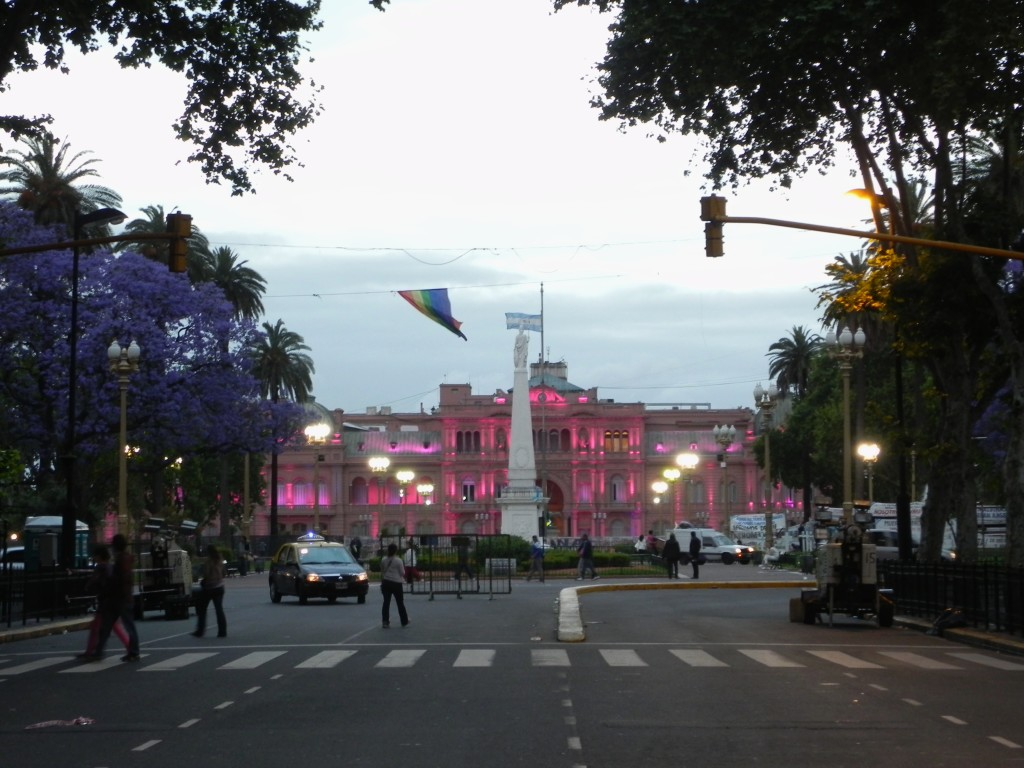 Buenos Aires, la Casa Rosada illuminata al tramonto