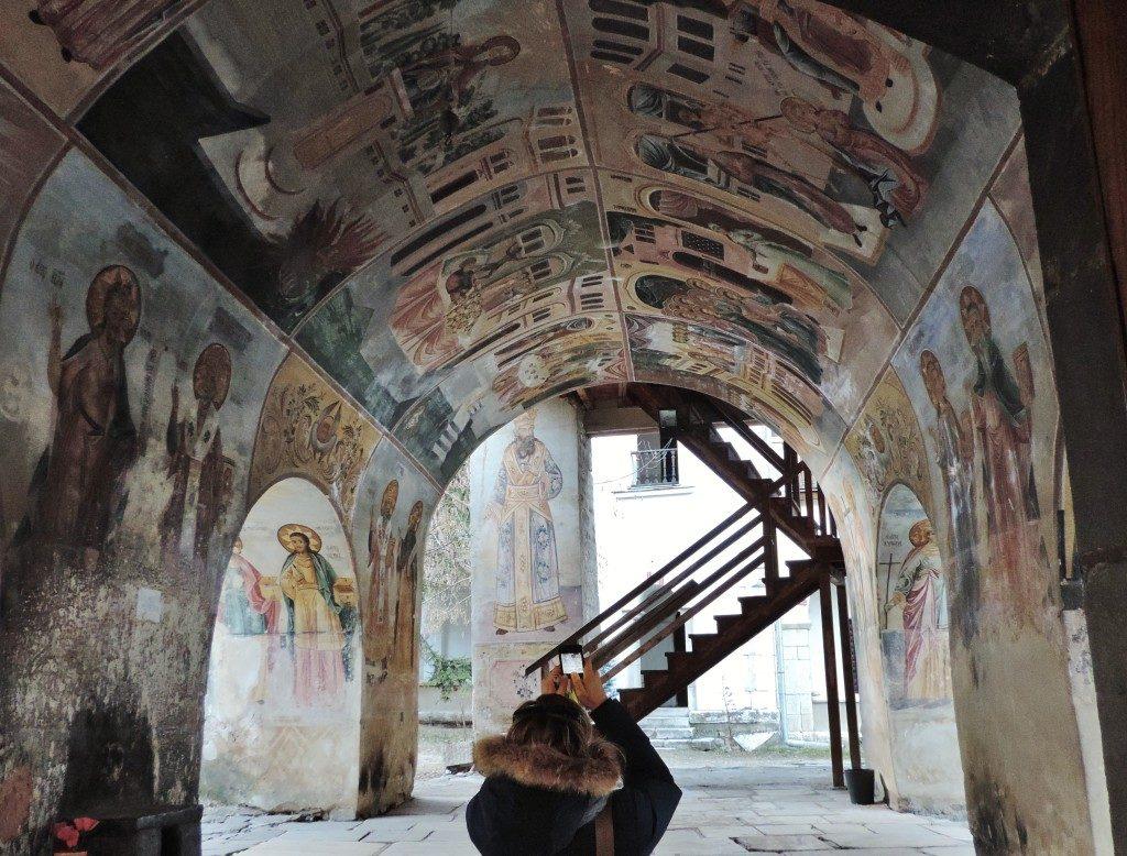 La chiesa di Sveta Bogoridtsa, gli affreschi all'ingresso