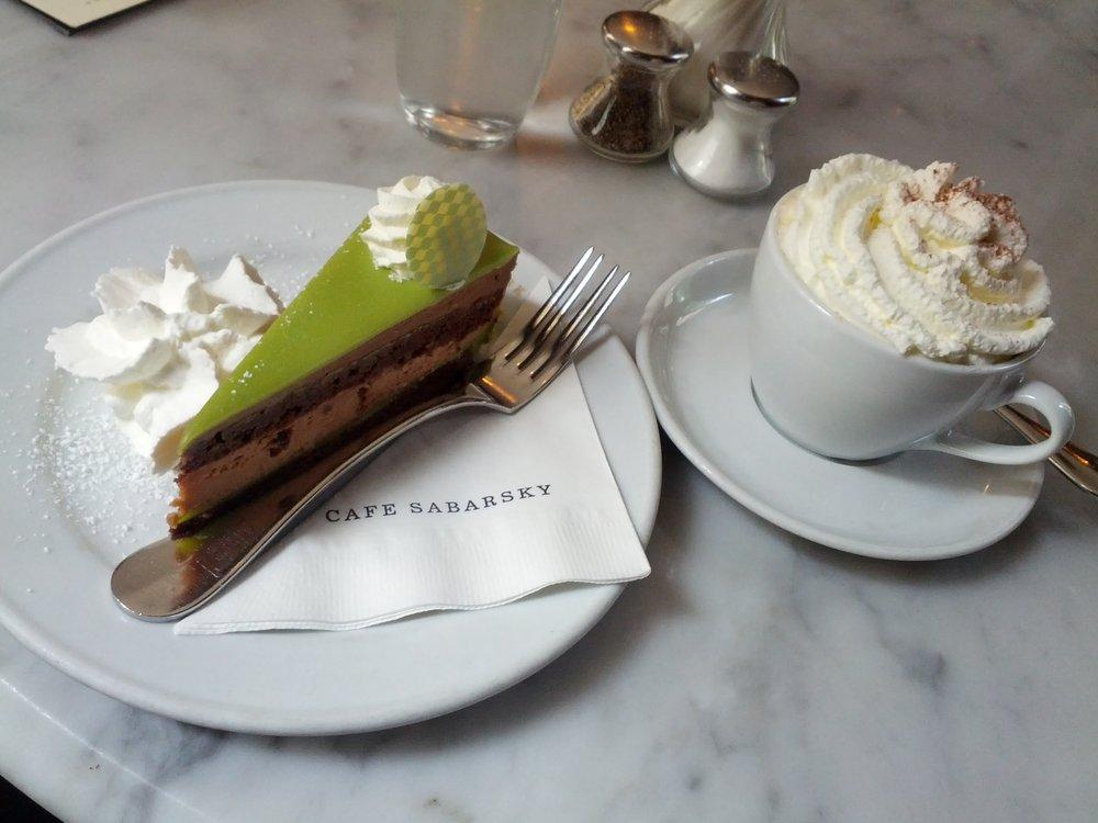 Natale a New York: break al Café Sabarsky (ph. credits yelp.com)