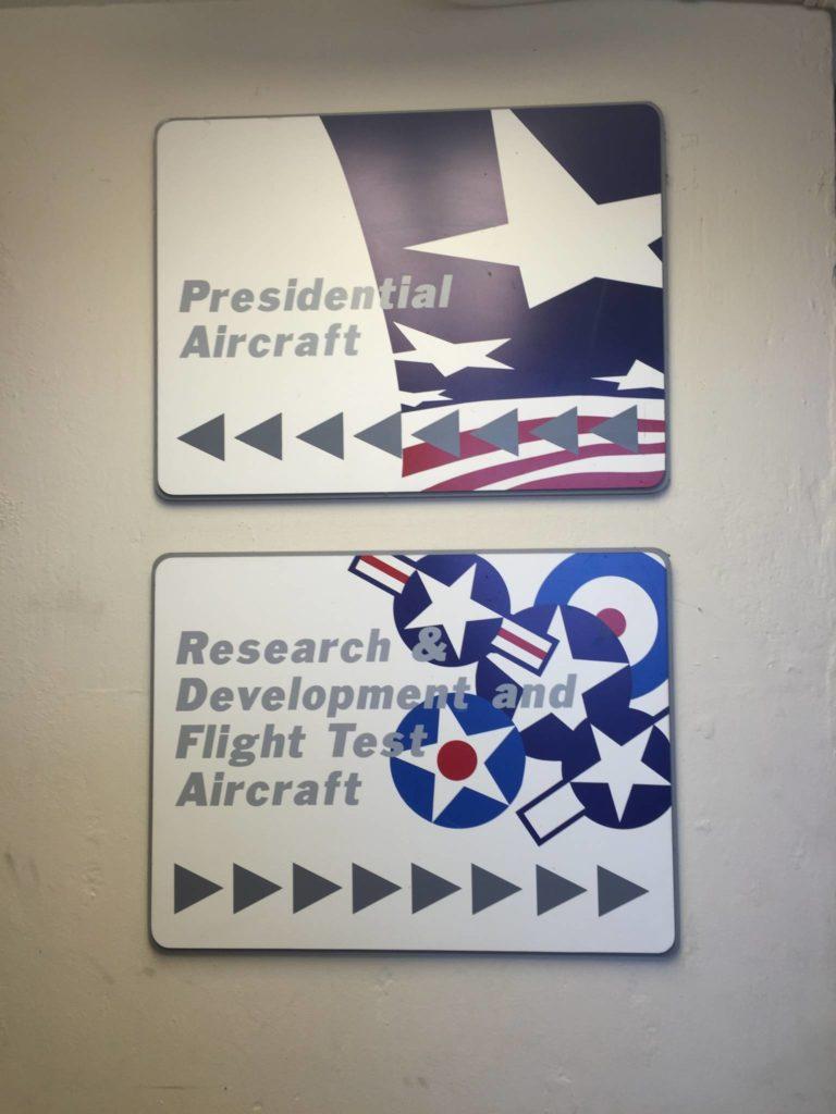 Dentro la base militare, l'accesso al Presidential Aircraft