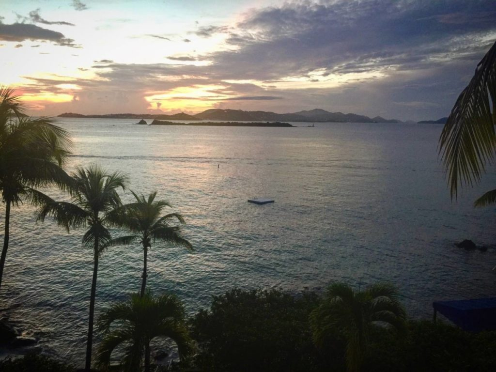 Cosa vedere a St. John. Tramonto su St. Thomas dalla mia camera al Gallows Point Resort