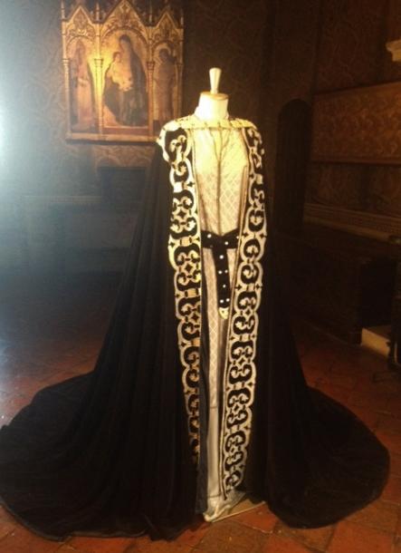 """""""L'abito di Francesca"""" confezionato dalla stilista Alberta Ferretti, originaria di Gradara."""