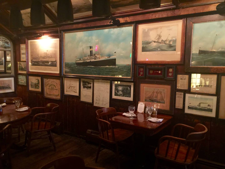 Griswold Inn, l'interno della taverna
