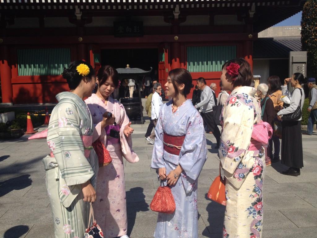 Tokyo, ragazze in Kimono al Senso-Ji