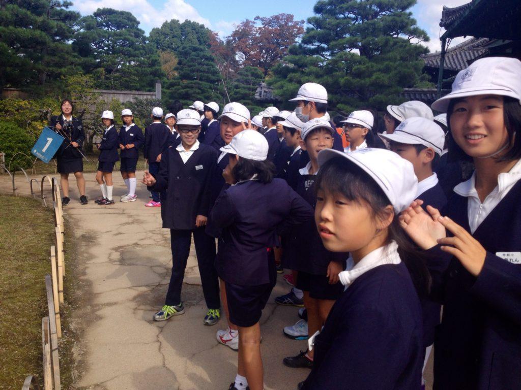 Kyoto, scolaresca in fila per il Nijo Castle