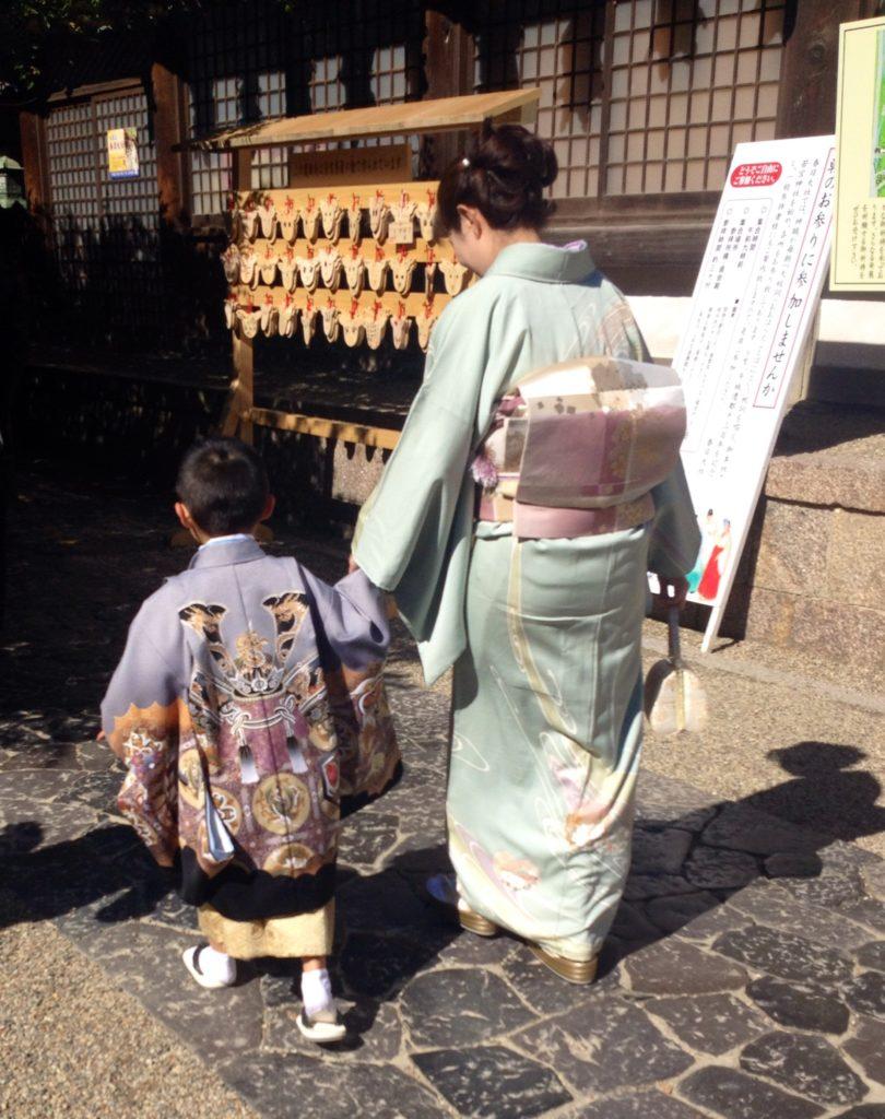 Giappone, famiglia al tempio