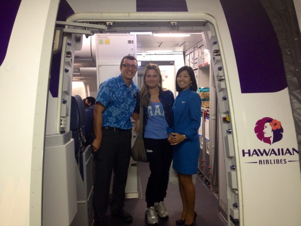 """Enjoy our hospitality across the Pacific"". L'imbarco della Hawaian Airlines"