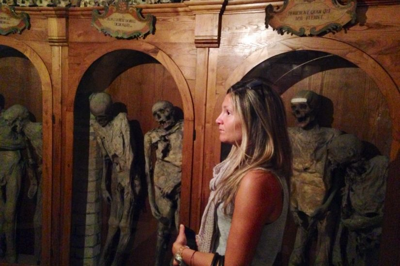 L'interno del Cimitero delle Mummie nella Chiesa dei Morti