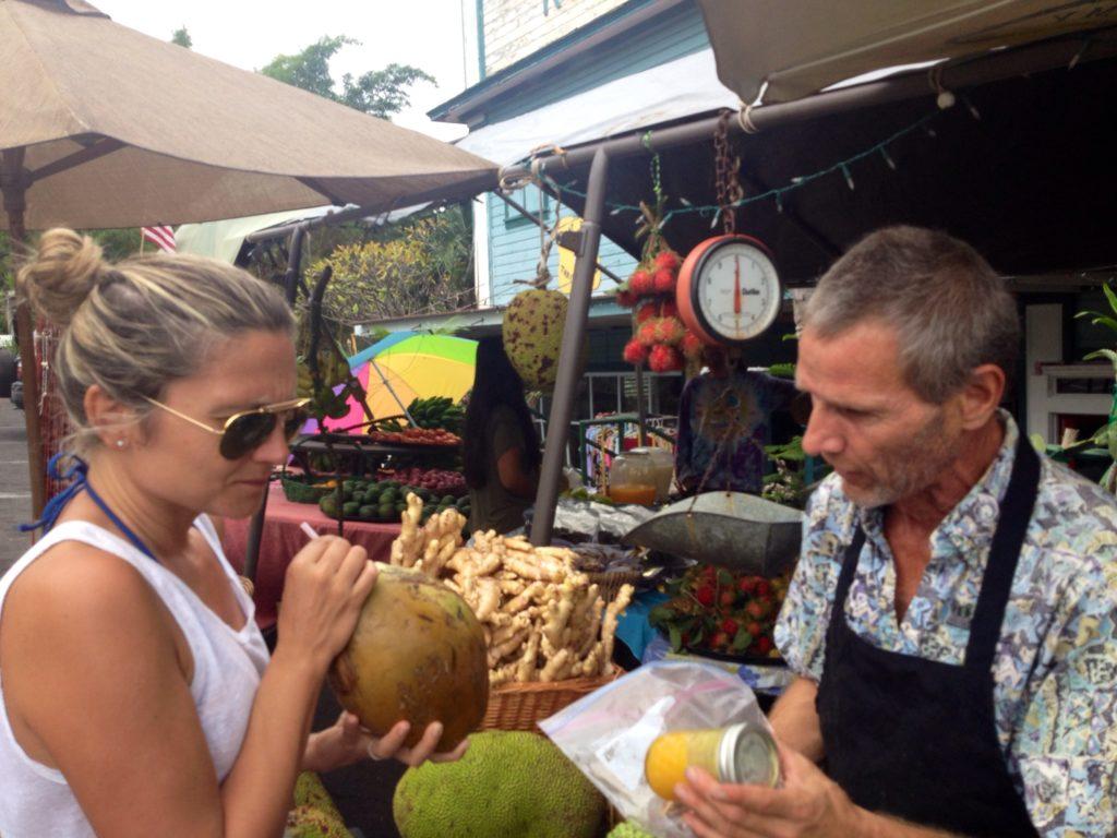 Mercato di frutta e verdura nella cittadina di Capitan Cook, Big Island