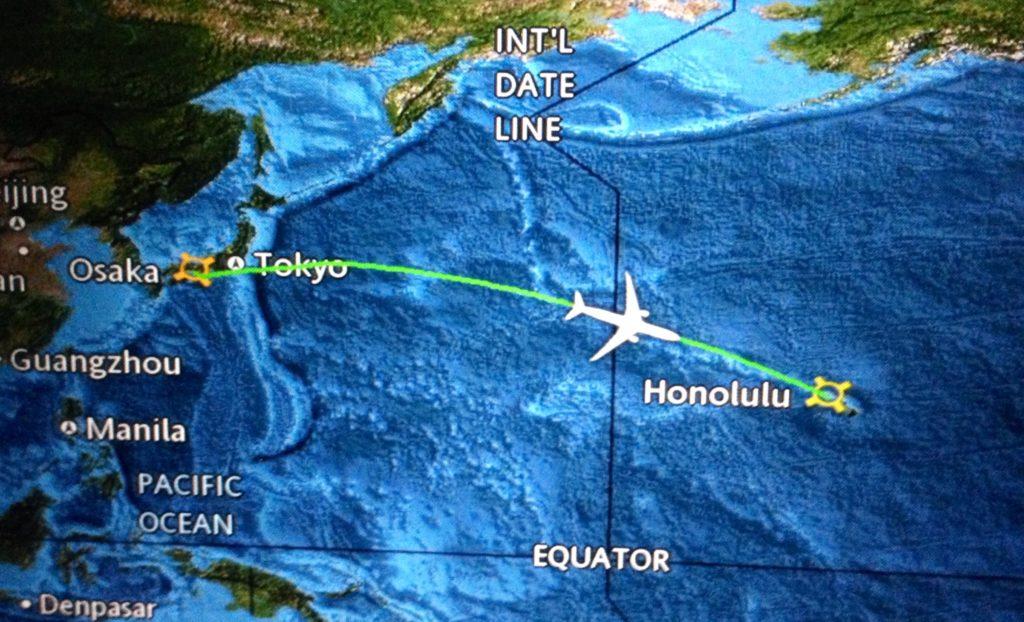 Il momento del passaggio della Linea Internazionale del Cambio di Data visto dal monitor dell'aereo