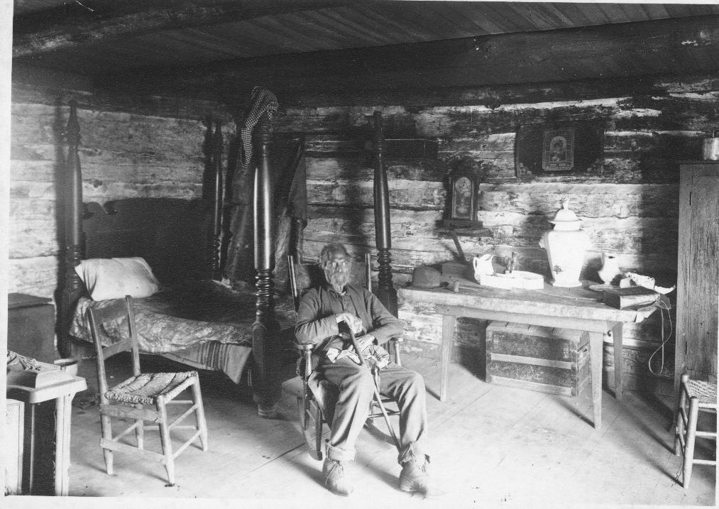 Lo schiavo Alfred, in una foto d'epoca nella sua capanna (ph credits thehermitage.com)