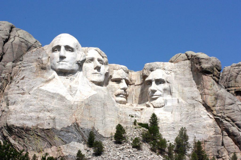 Avventure nel Mondo: tra i viaggi da fare nel 2017 negli USA la scoperta del Mount Rushmore National Memorial