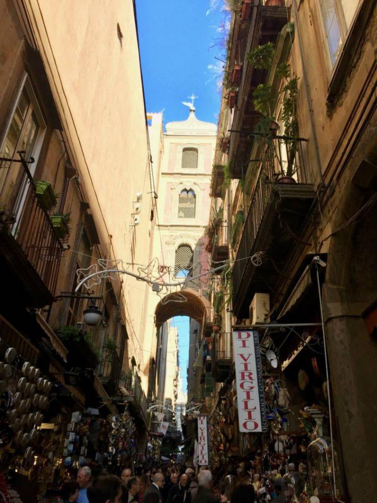 Napoli da non perdere: San gregorio Armeno, antico Cardine tra Decumano Inferiore e Superiore
