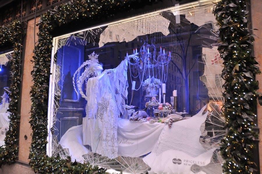 Natale a New York: vetrine a festa sulla 5th Ave
