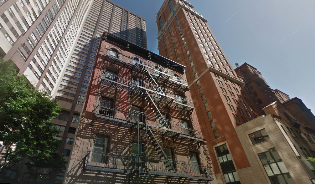 New York on foot: one of the last buildings in San Juan Hill