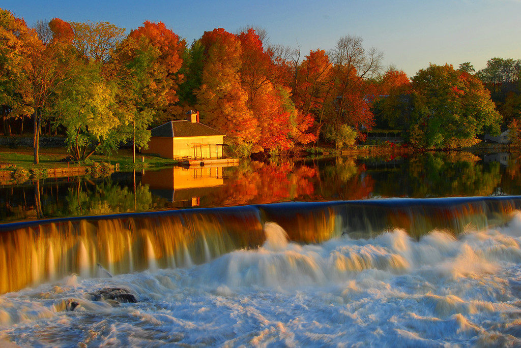 "Foliage in New England, the ""leaps"" of the Pawtucket Falls, Lowell"