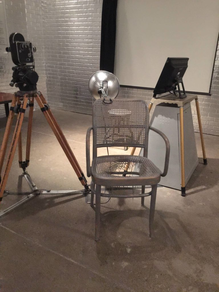 Andy Warhol Museum, ricostruzione di un set fotografico di Warhol