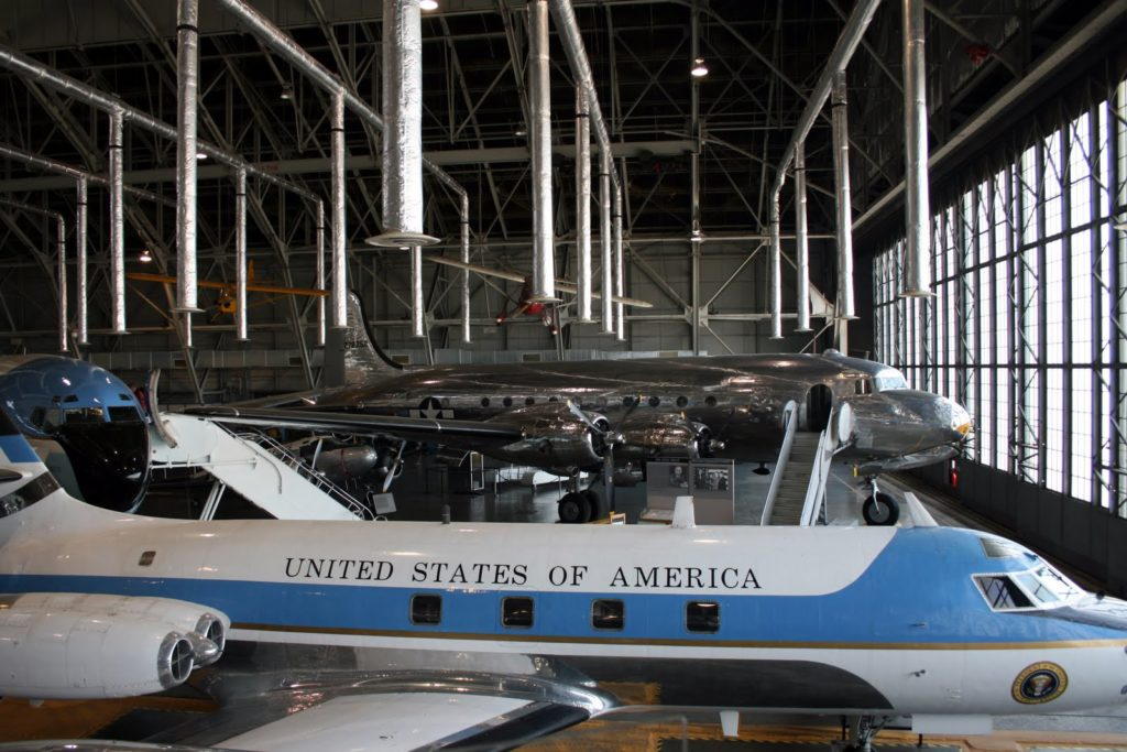 Sullo sfondo l'Air Force One di Rosevelt