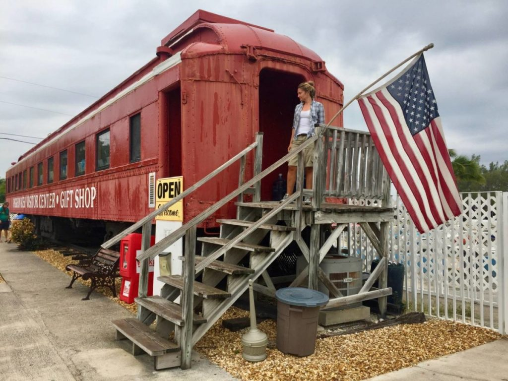 The Visitor Center of the ancient railroad to Key West got in an old car, at the end of the Seven Mile Bridge