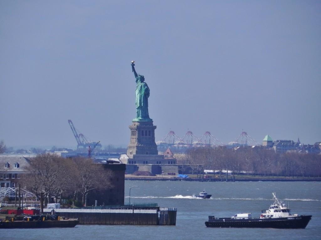 Veduta su Lady Liberty dalla promenade
