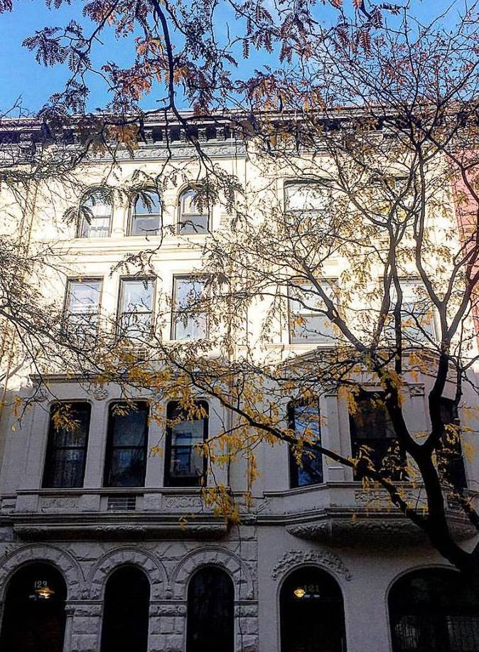 New York on foot: Old Town Houses