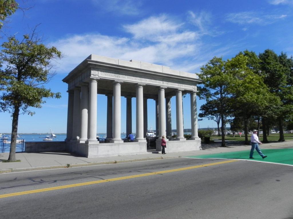 La struttura che ingloba Plymouth Rock