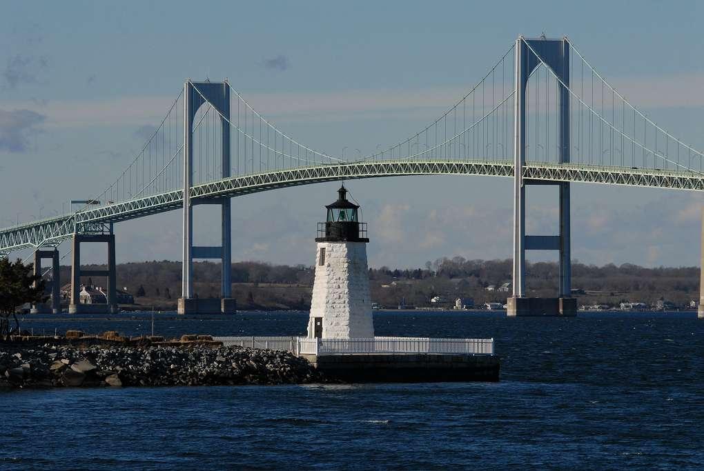 L'accesso a Newport attraverso lo spettacolare Newport Bridge