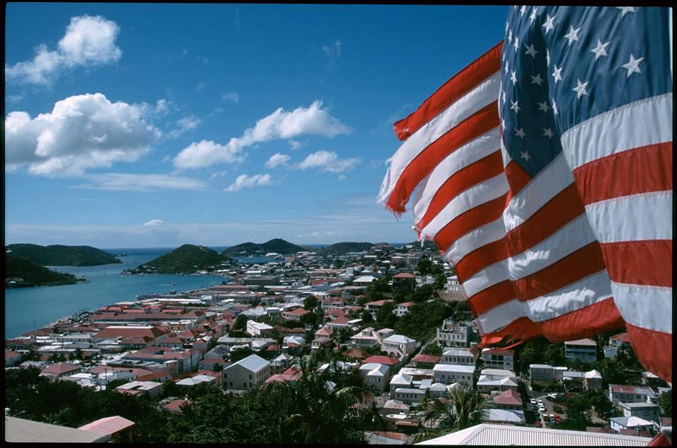 Viaggio negli USA: St. Thomas, vista su Charlotte Amalie (ph. visitusvi.com)