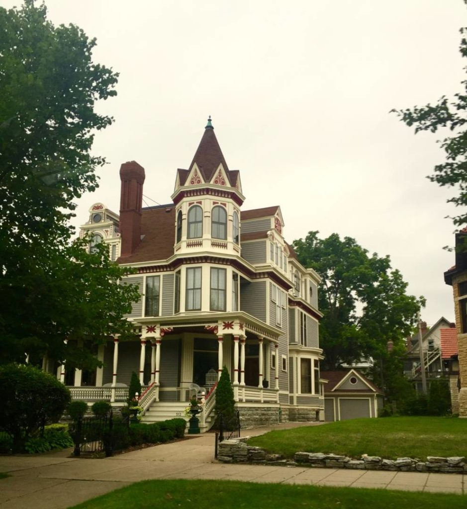 Discover Minnesota: ancient Victorian dwellings in Cathedral Hill, Saint Paul