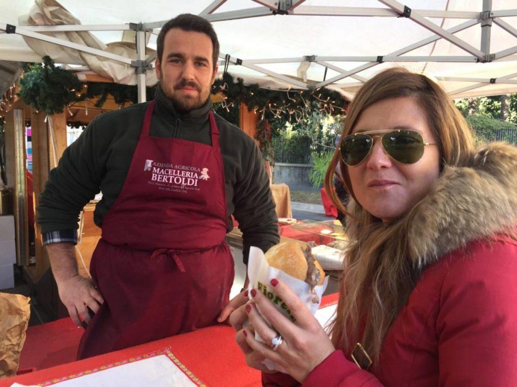 Weekend nel Garda Trentino: prelibatezze dal mercatino di Arco, panino con carne salada