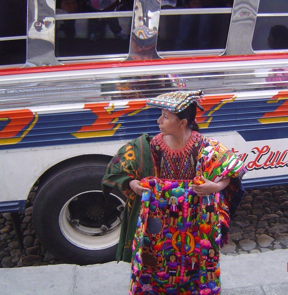 Alla fermata del bus per Chichicastenango
