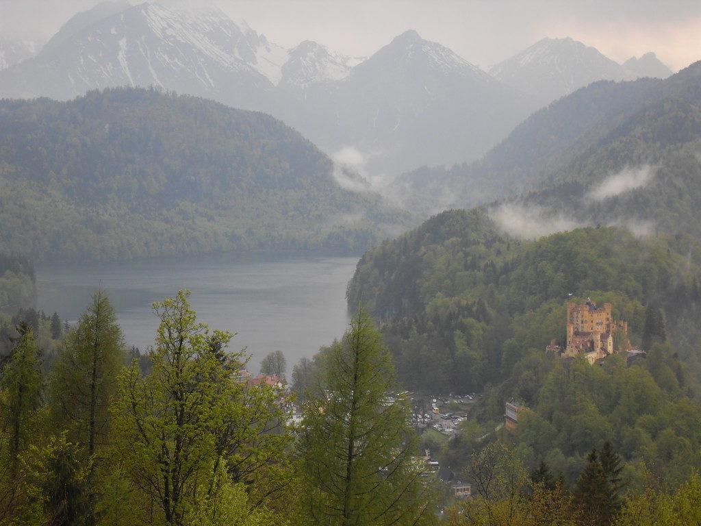 Vista da Neuschwanstein...sullo sfondo il castello di Hohenschwangau