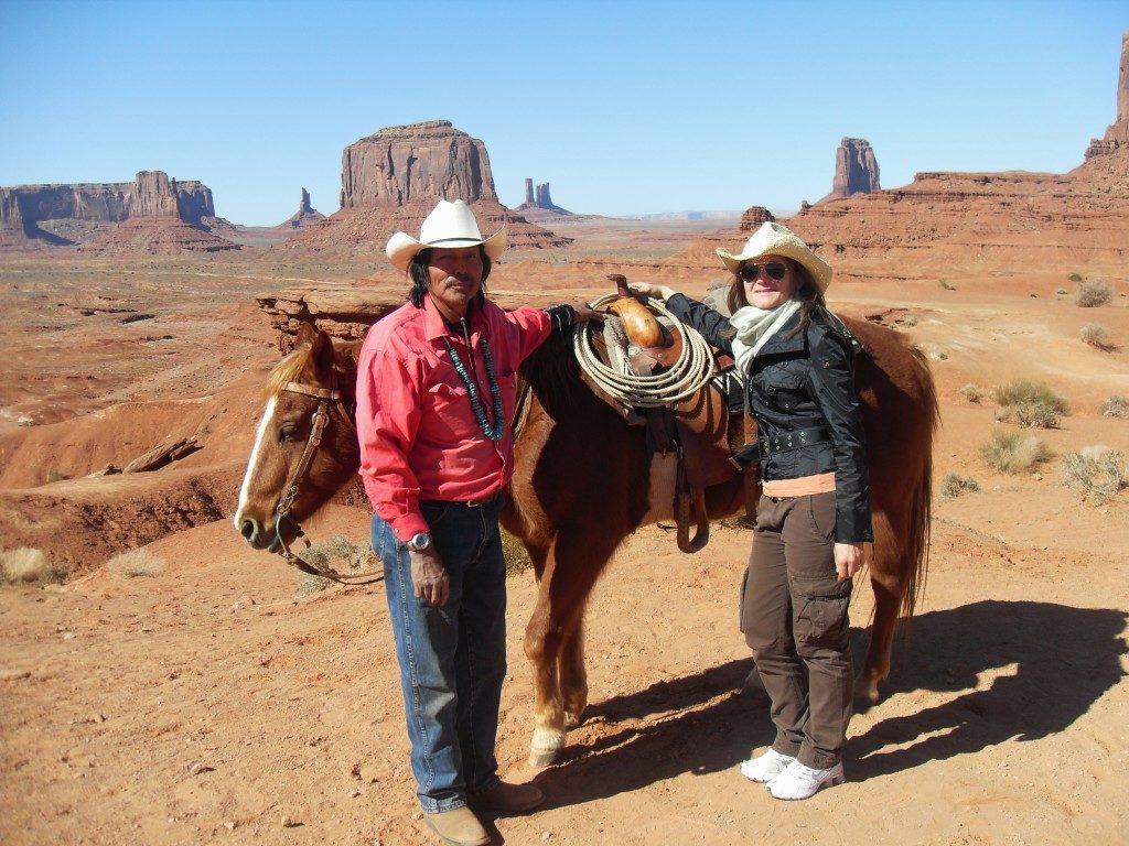 Con un vero Navajo, per una incredibile passeggiata a cavallo nella valle...