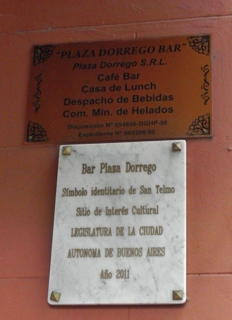Lo storico bar Plaza Dorrego
