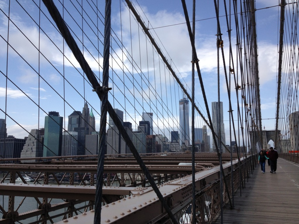 Brooklyn Bridge, in lontananza la Freedom Tower