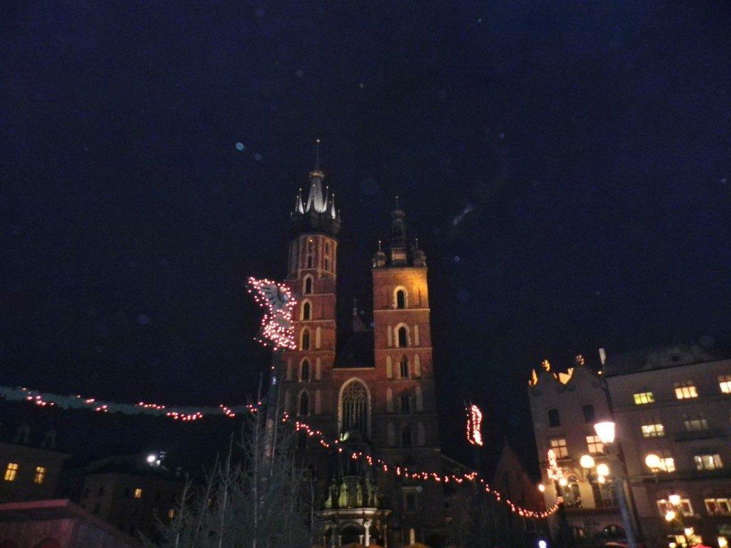 Le Torri asimmetriche della basilica di Santa Maria, illuminate dalle luci dei mercatini di Natale...