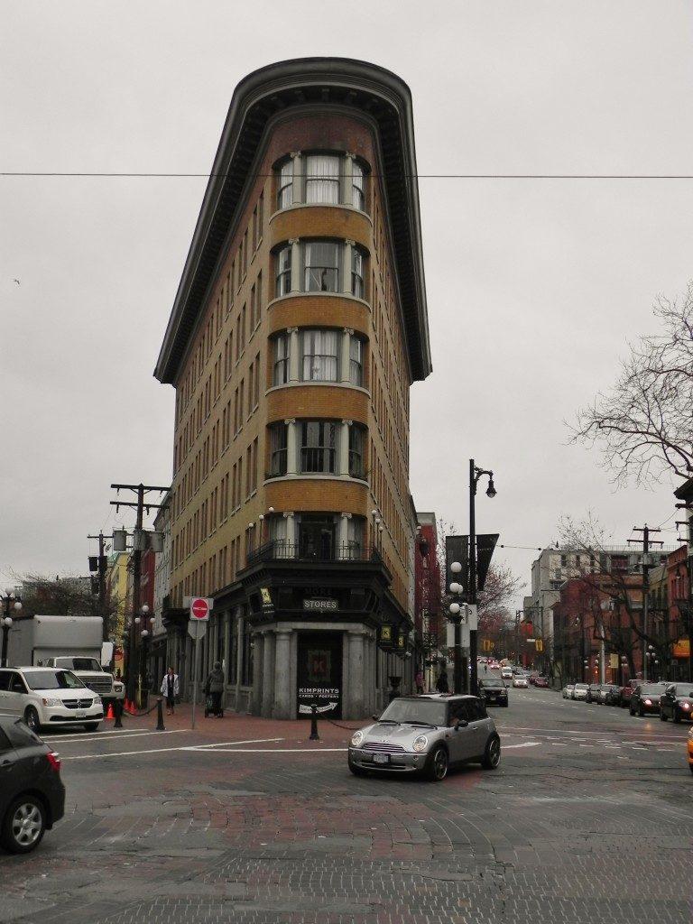 """Il """"Flatiron Building"""" di Vancouver"""