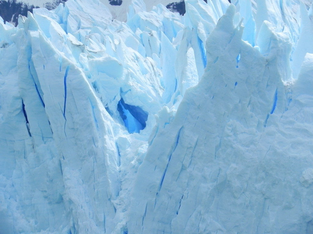 Perito Moreno... un particolare, il gioco del ghiacciaio crea delle vere e proprie sculture!!!