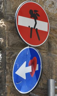 Clet, street art... cupido in azione!!!