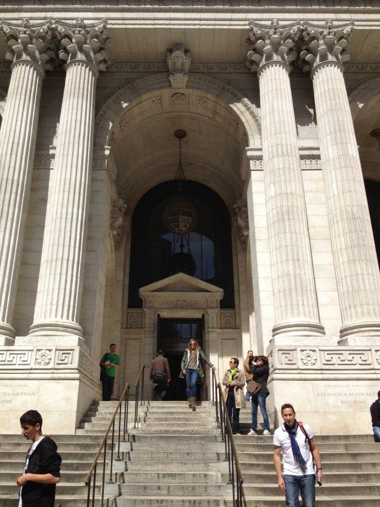 L'ingresso della New York Public Library...