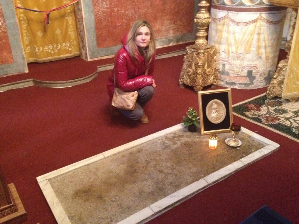La tomba di Vlad Tepes, presso il Monastero di Snagov...