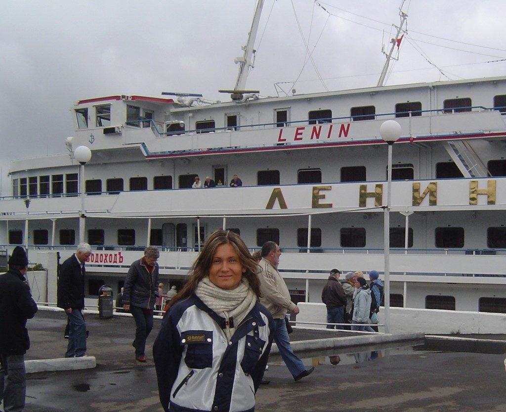 Un approdo sul Volga, con la motonave Lenin...