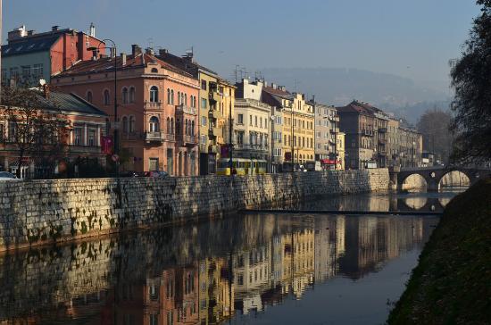 Veduta di Sarajevo, scorcio sul ponte dell'assassinio dell'Arciduca Francesco Ferdinando